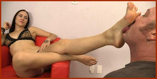 fetish foot young brunette