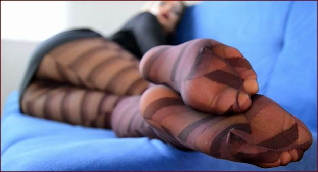 Nicole24-cam - FeetLady Nicole - Sweet legs in striped nylons tights [FULL HD 1080p]