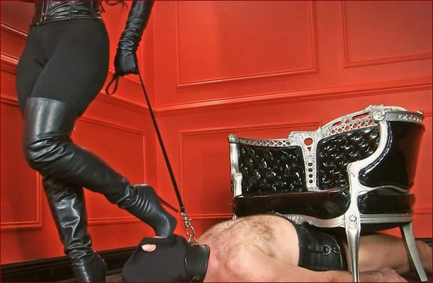 Mistress Nikita - Boots licking slave in mask [FULL HD 1080p]