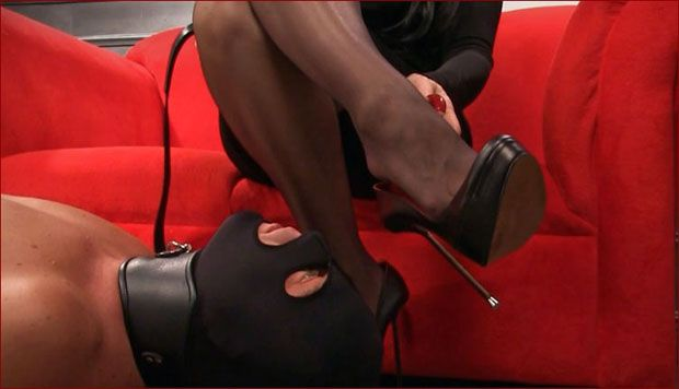 Mistress Nikita - Slave at mistress feet [HD 720p]