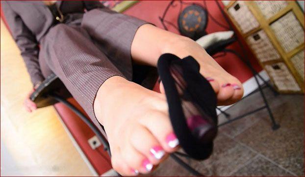 Nicole24-cam - FeetLady Nicole - Women with sexy legs and feet [FULL HD 1080p]
