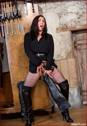 Miss Hybrid - Milf fucks with leather boots [JPEG 2600x1733]
