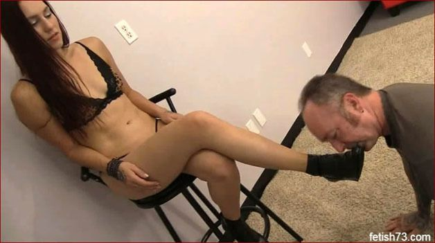 FOOTDOM UNITED - Man licking shoe at young lover [HD 720p]