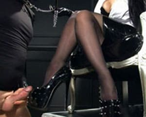 Mistress Nikita – Slave masturbation on my vulgar shoes