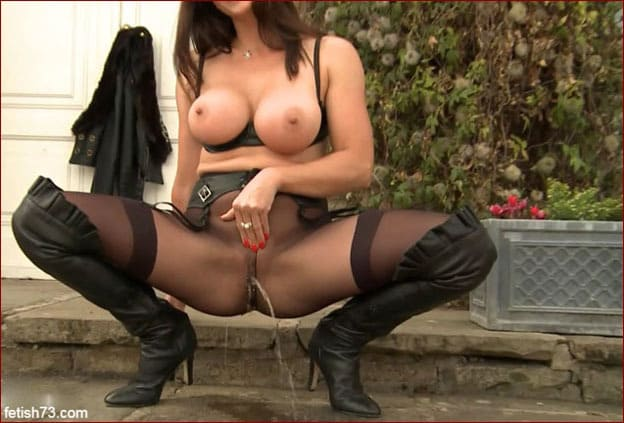 Miss Hybrid - Peeing in pantyhose sexy Milf [FULL HD 1080p]