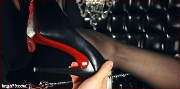 Mistress Nikita - Slave licks soles shoes Mrs [HD 720p / Obeynikita]