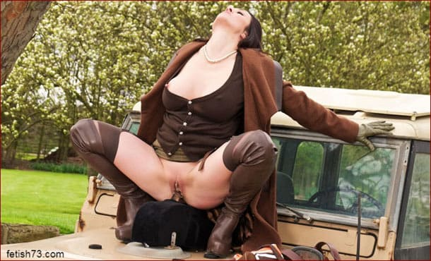 Miss Hybrid - Milf fucks herself on hood of car [JPEG 2600x1733 / Misshybrid.com]