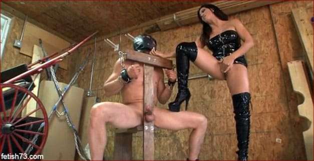 Leena Sky - Milking porno from femdom in boots [MP4 360p / ClubDom]