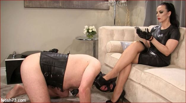 Mistress Nikita - Kiss shoes at her smoking mistress [FULL HD 1080p / Obeynikita.com]