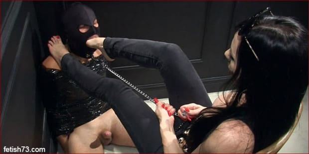 Mistress Nikita - Foot domination in rude form [HD 720p / Obeynikita]