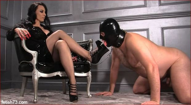 Mistress Nikita - Foot worship mistresses and her shoes [FULL HD 1080p / Obeynikita]
