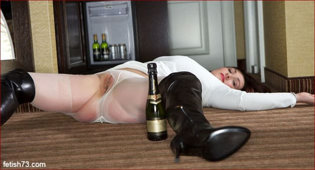 Miss Hybrid - Drunken milf in boots [JPEG 2600x1733]